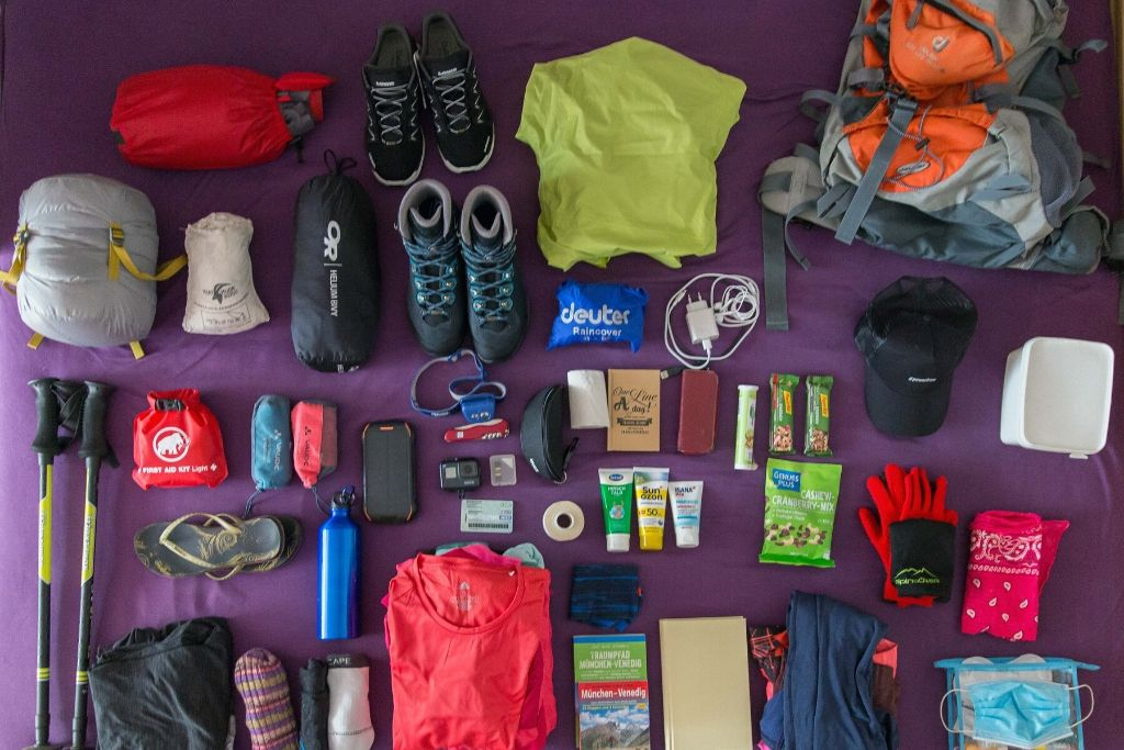 Ausrüstung für eine Alpenüberquerung