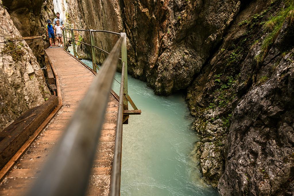 Leutaschklamm Steg Felsen Wasser