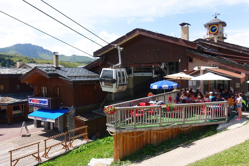 Berglift en restaurant in Frankrijk