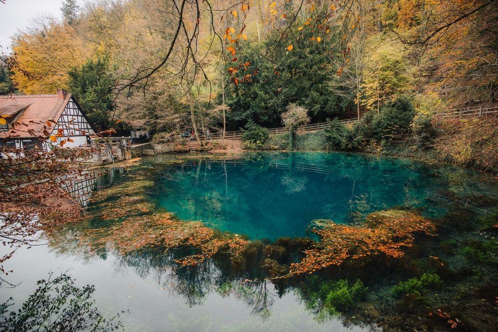 Blauer See mit Mühle in Blaubeuren