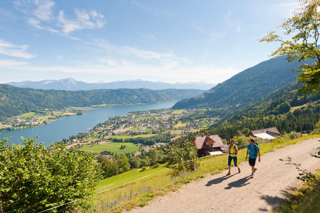 Wandelen tijdens een vakantie op de camping aan de Ossiacher See