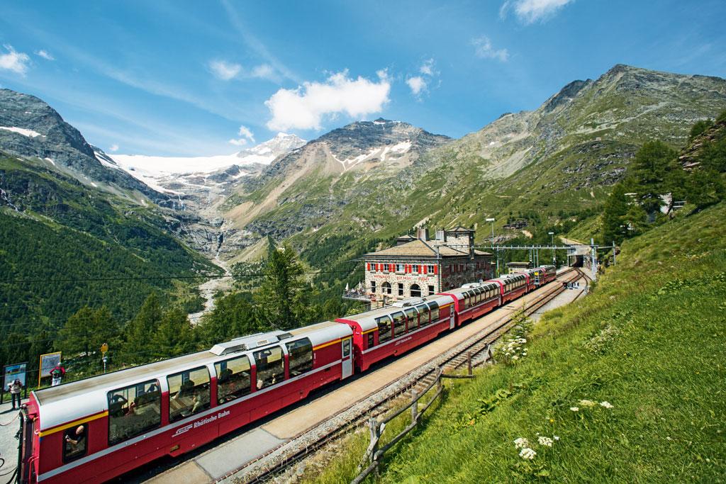 Berninapas station Alp Gruem