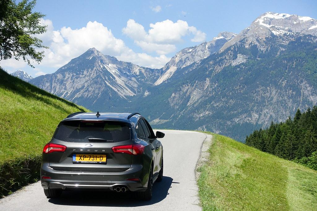 auto in den bergen